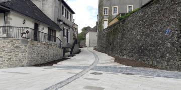Avenue du Jardin Public (partie basse) - Réalisation du pavage, caniveau central en galets (10 avril 2018)
