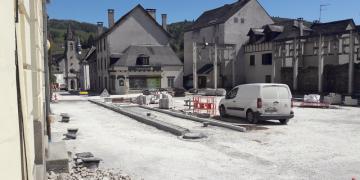 Place Da Maïa -  Pose des bandes pavées et du caniveau en galets (17 avril 2018)