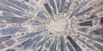Place Da Maïa - Aperçu du centre de la rosace en barres de schiste